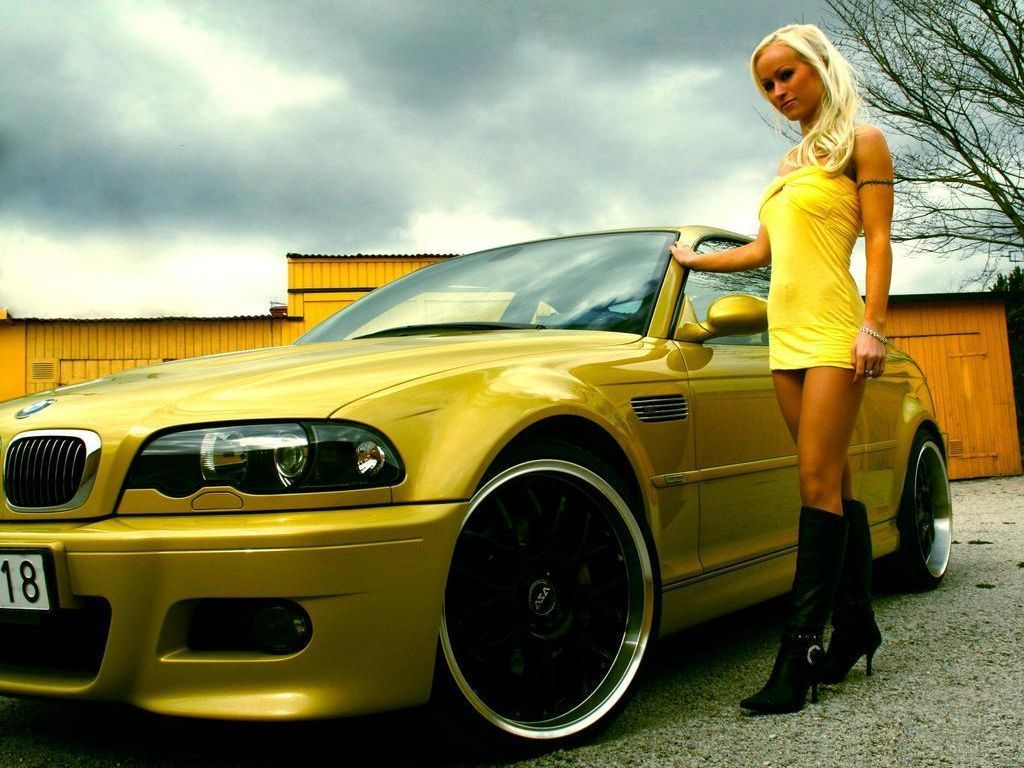 yellow_car_and_girls_09