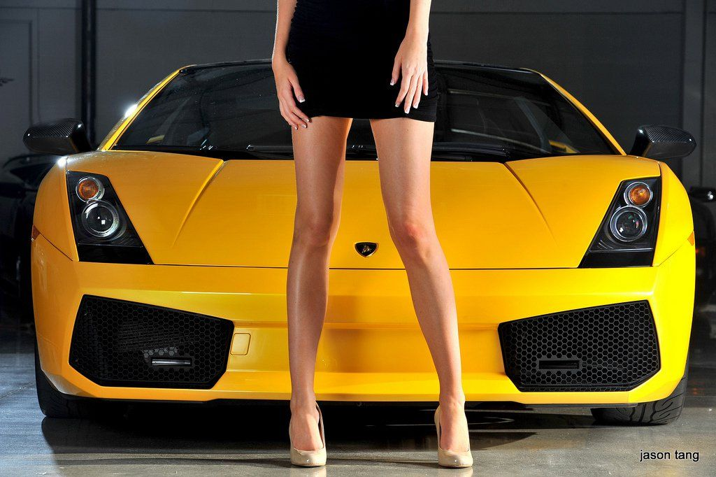 yellow_car_and_girls_11