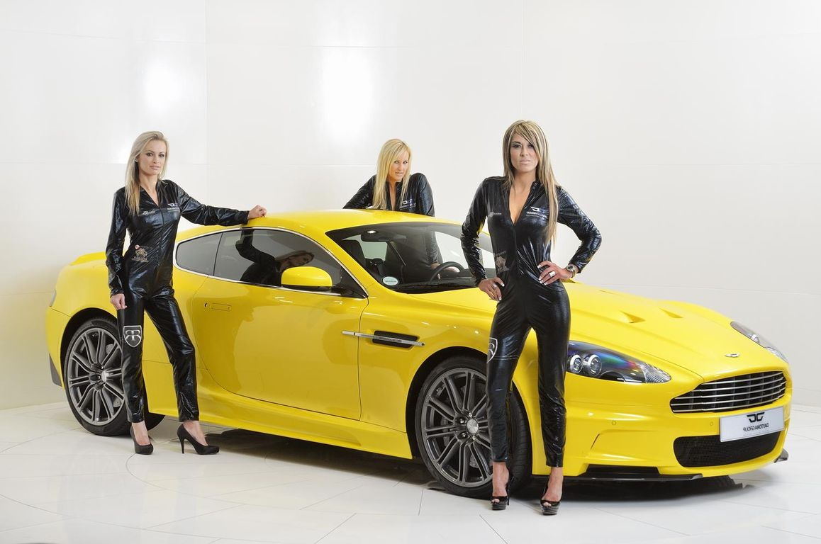 yellow_car_and_girls_14