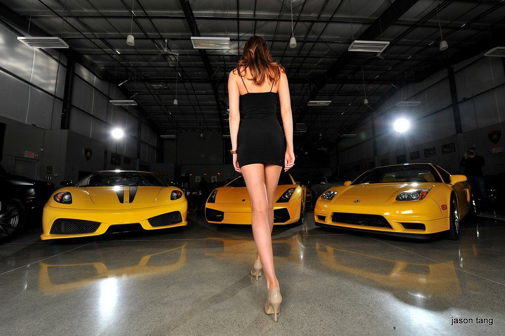 yellow_car_and_girls_16