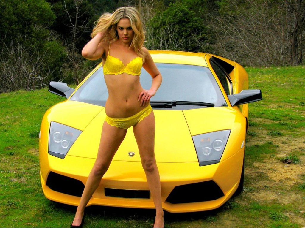 yellow_car_and_girls_18