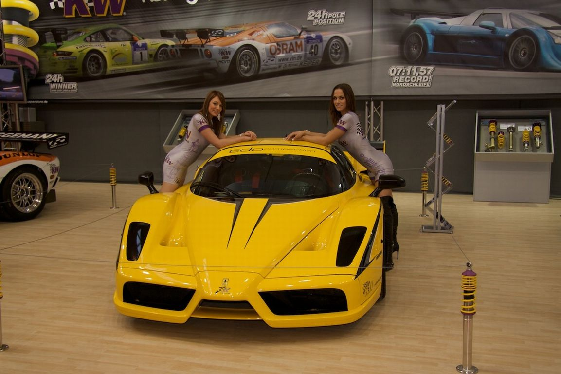 yellow_car_and_girls_21
