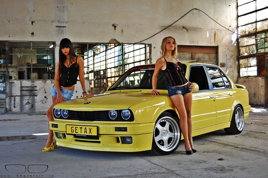yellow_car_and_girls_23