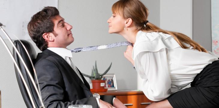 Jak bezpiecznie romansować w firmie?