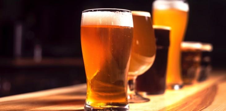 Jak pić piwo, z jakimi potrawami i w jakim szkle